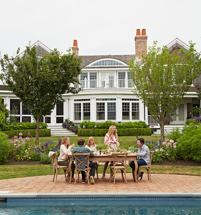 Tracy Pollan Michael J Fox Backyard Hamptons Elle