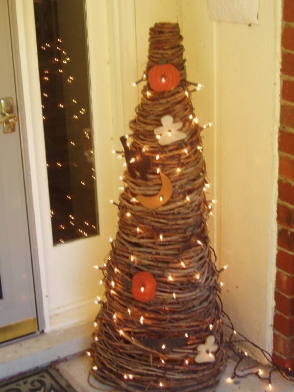 halloween decorations by front door