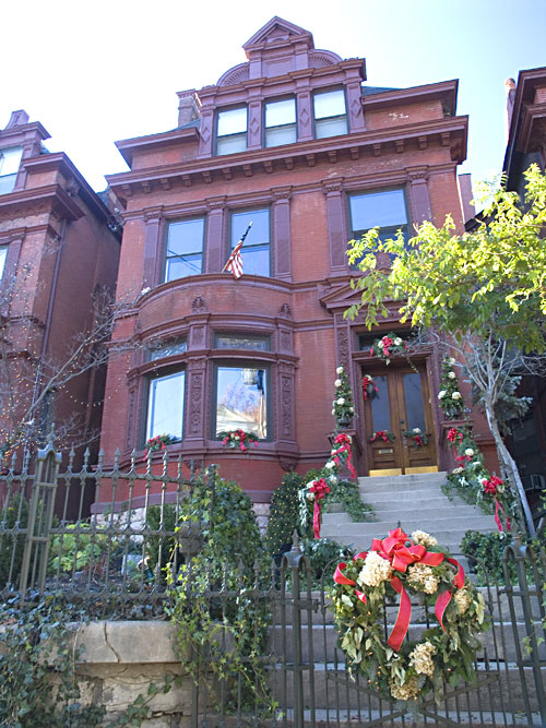 Old louisville 39 s holiday home tour hooked on houses for Classic house tour