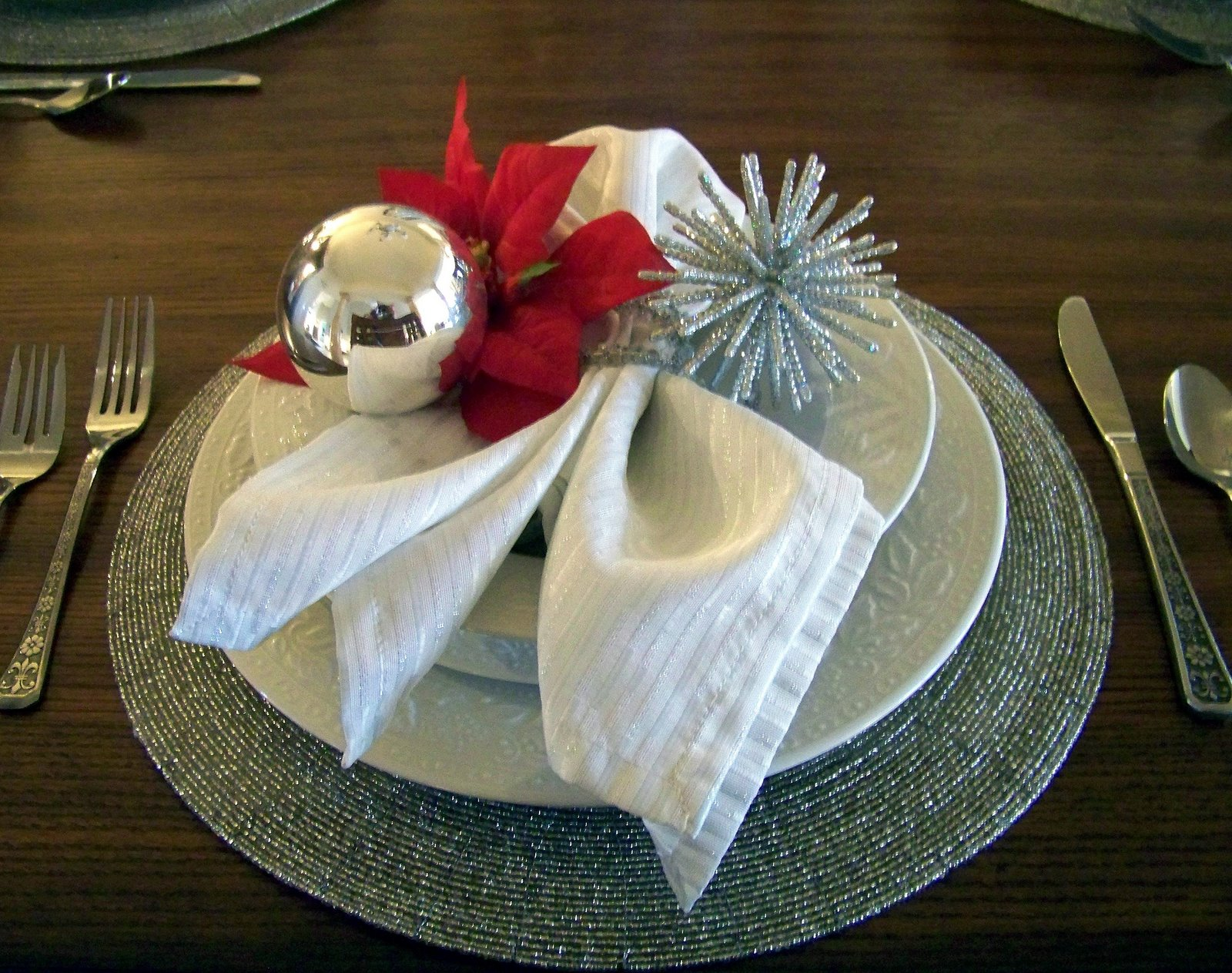 place setting with Christmas ornament