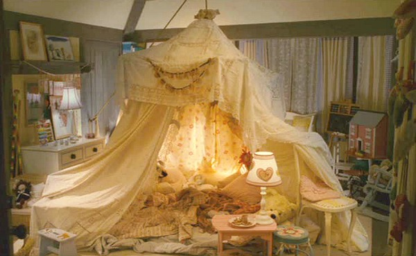 The Holiday Mill House girls bedroom tent