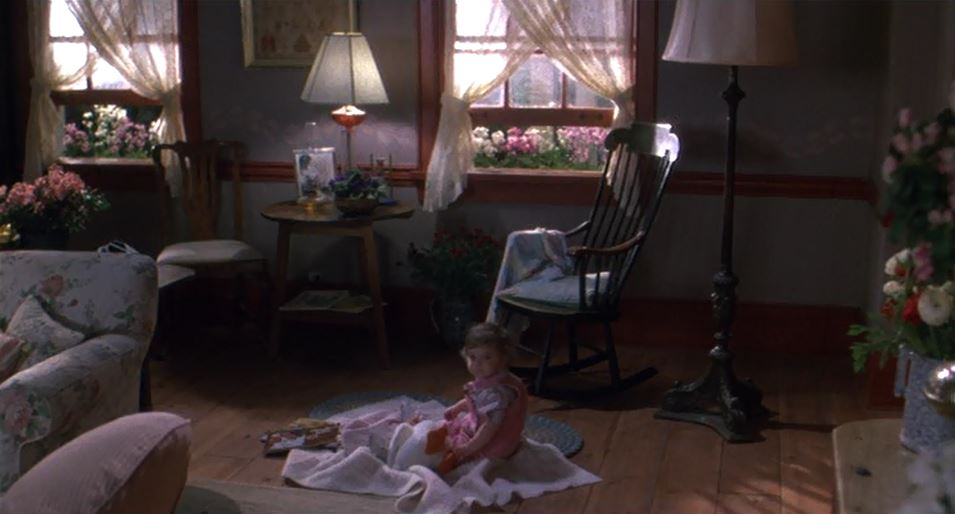 Elizabeth on living room floor in Baby Boom movie