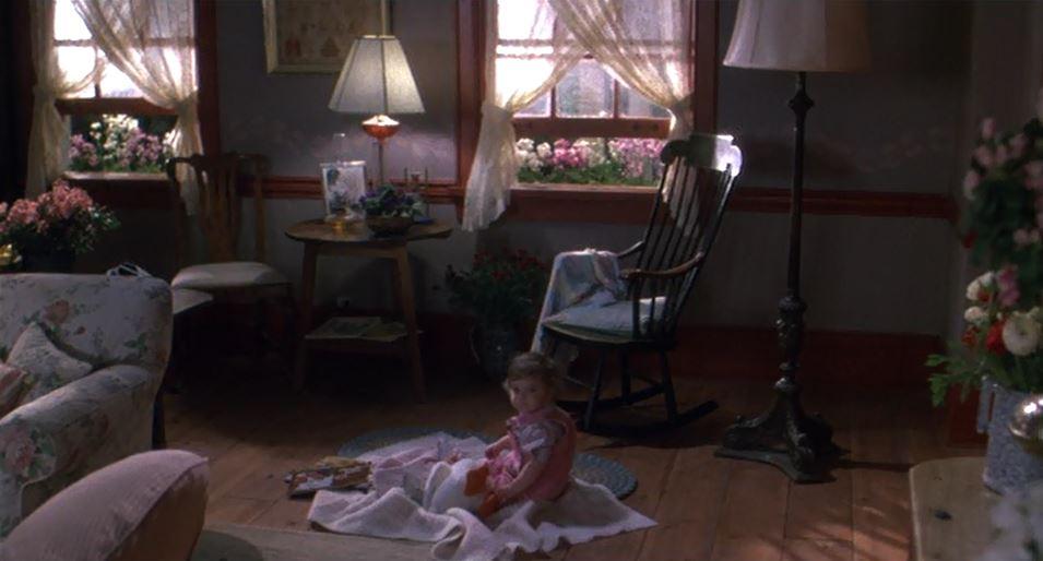 Elizabeth on living room floor in Baby Boom movie