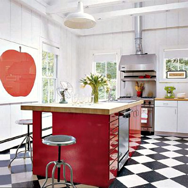 Sarah Jessica Parker Hamptons house kitchen checkerboard floor