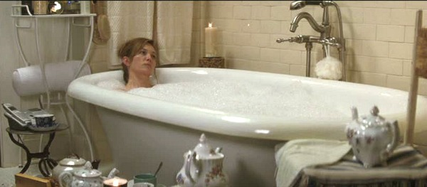 Diane Lane's bathroom in Must Love Dogs