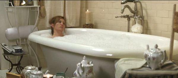 Diane Lane's bathroom in Must Love Dogs