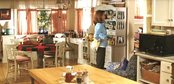 Diane Lane's bungalow kitchen Must Love Dogs