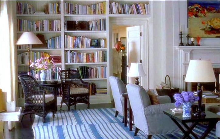 Something 39 s gotta give house living room shelves hooked on houses for Things to put on shelves in living room