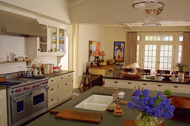 http://hookedonhouses.net/wp-content/uploads/2009/05/kitchen-ad.jpg