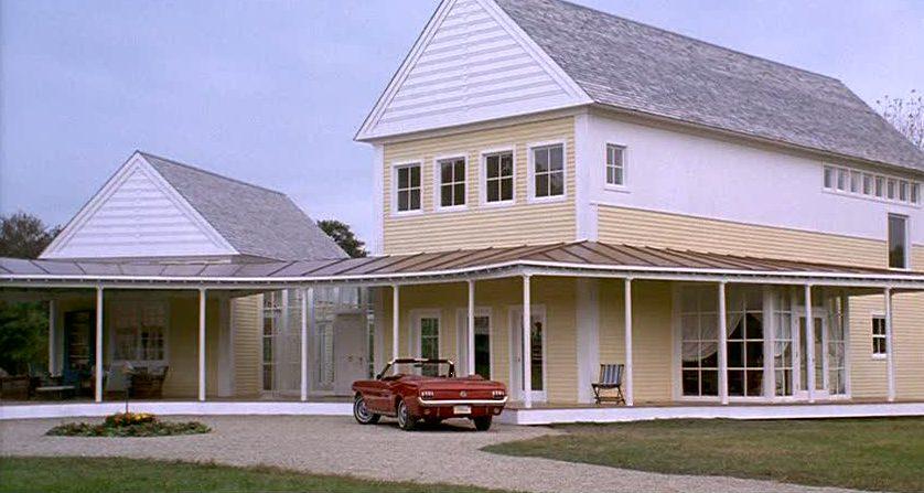 Housesitter movie - yellow house