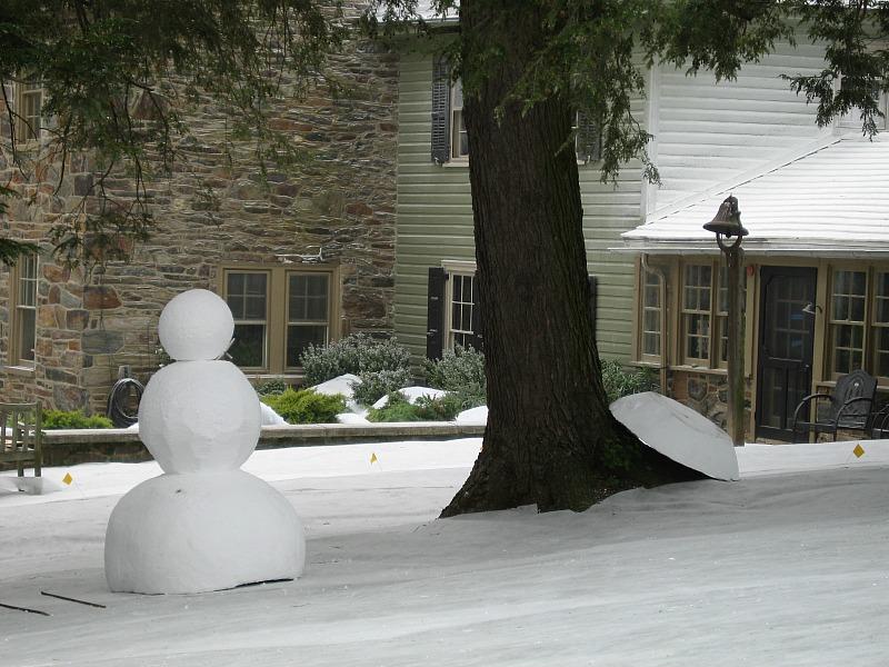 Marley & Me behind the scenes-fake snowman