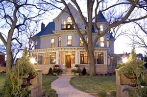 Mary Tyler Moore house for sale 2007 exterior