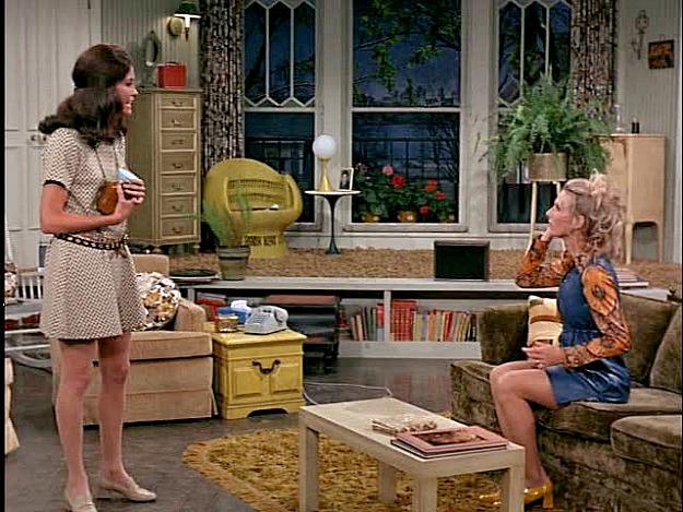 Mary and Phyllis on the Mary Tyler Moore Show