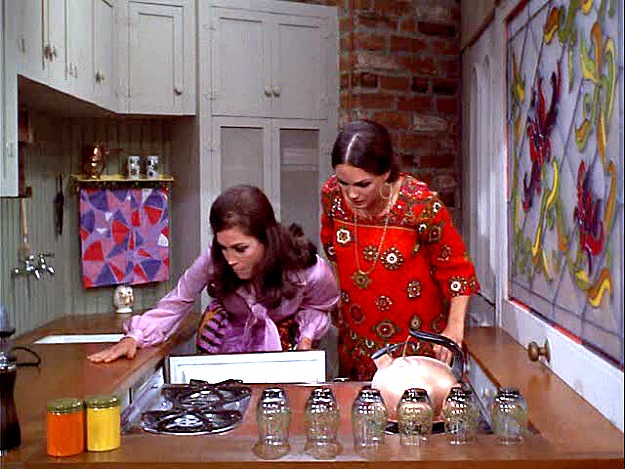 Mary and Rhoda in the tiny kitchen MTM Show