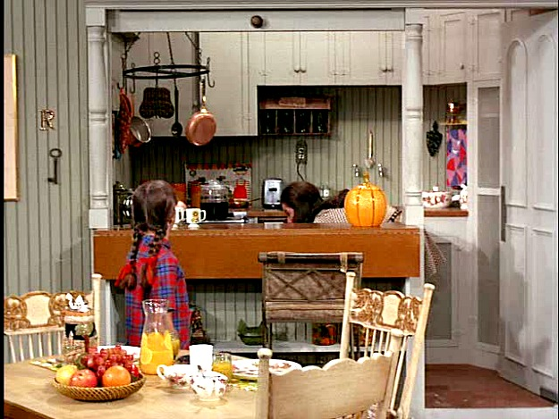 Mary richards 39 apartment on the mary tyler moore show hooked on houses - Show picture of kitchen ...