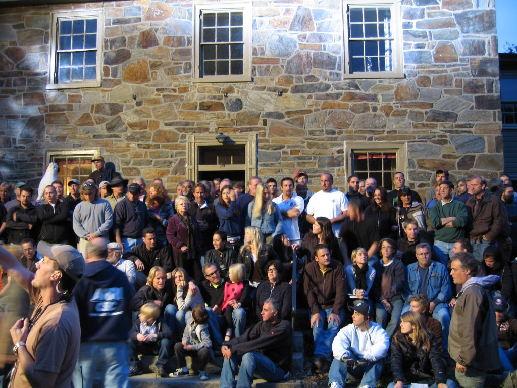 cast and crew post in front of the old stone farmhouse from Marley and Me movie