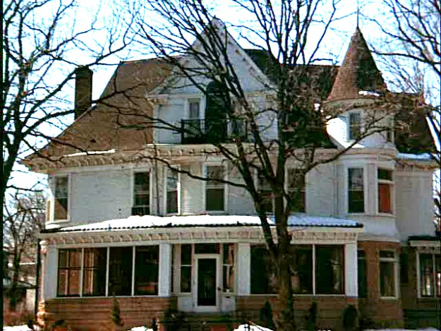 front of Mary-Tyler-Moore-Show-house on TV