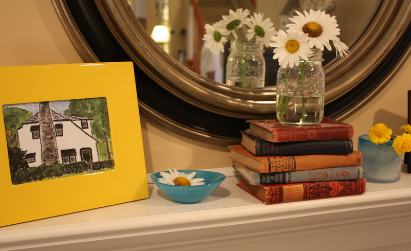 mantel-close-up-yellow-frame