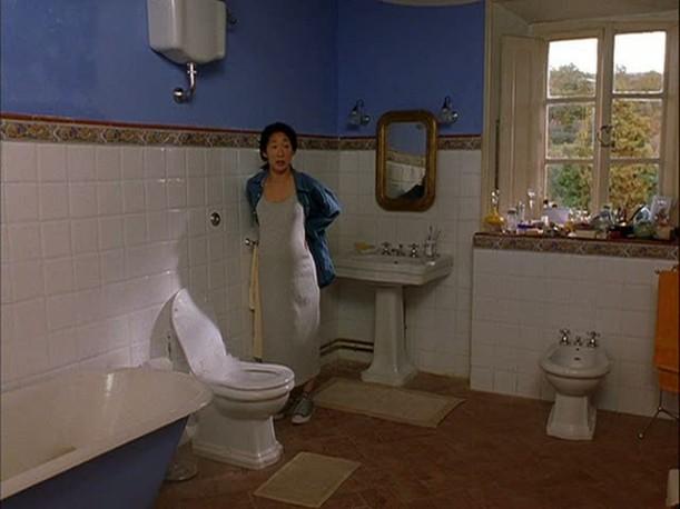Sandra Oh in bathroom