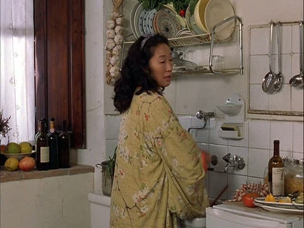 Sandra Oh in the kitch