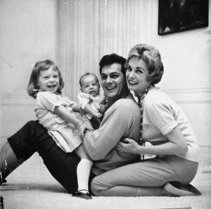 tony-curtis-janet-leigh-kids-1959-life