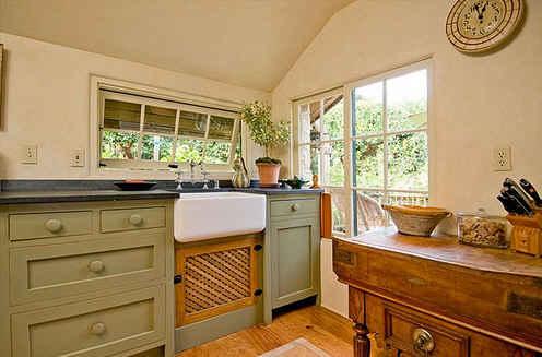 carmel-cottage-kitchen