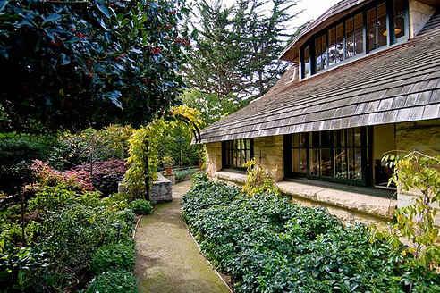 carmel-cottage-side