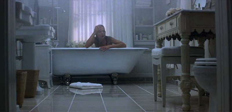 Michelle Pfeiffer in the bathtub What Lies Beneath movie
