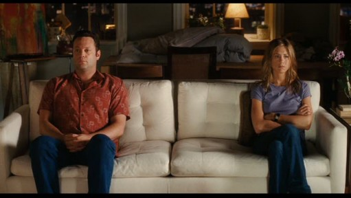 Vince Vaugh-Jennifer Aniston-sofa