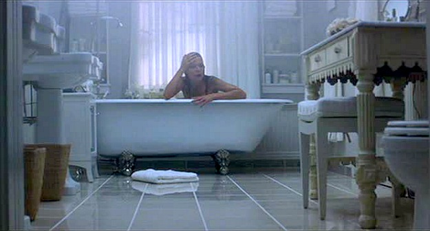 What Lies Beneath clawfoot tub Michelle Pfeiffer