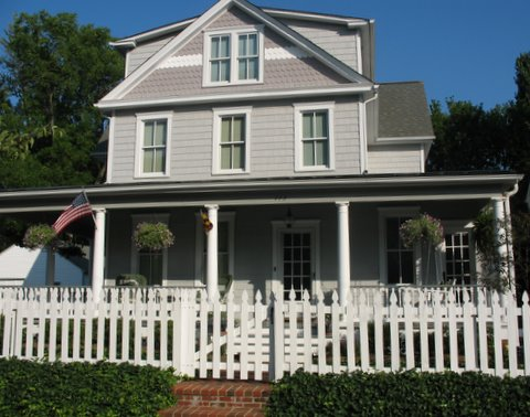 annapolis house with picket fence