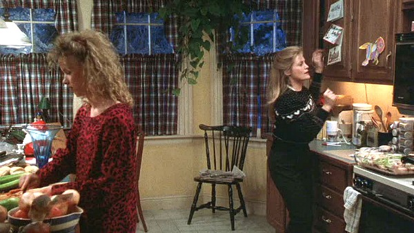 Beverly D'Angelo and Juliette Lewis Christmas Vacation kitchen