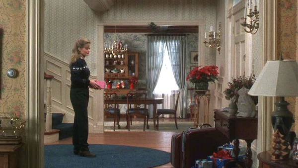 Griswold house Christmas Vacation movie entry hall 2