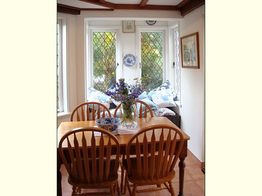 Fig Tree Cottage-breakfast nook