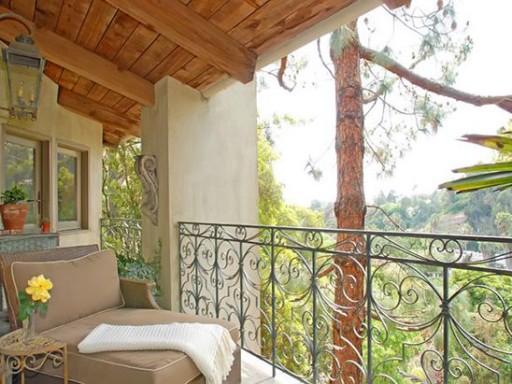Halle Berry-balcony