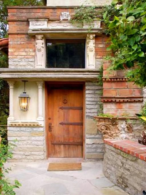 Halle Berry-front door