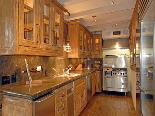 Halle Berry-kitchen