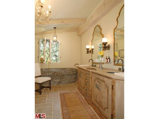 Halle Berry-master bath