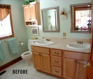 Andrea's bathroom before Faded Plains blog
