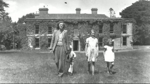 Daphne Du Maurier and children-Menabilly