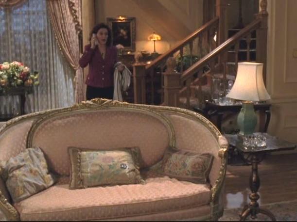 Gilmore house-sofa