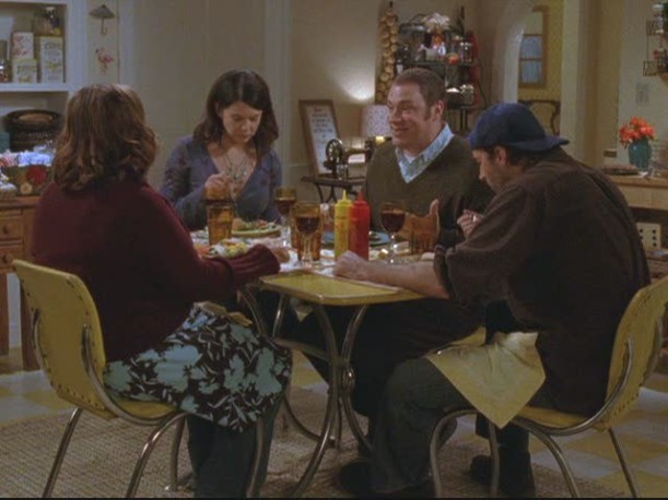 dinner party at Lorelai\'s house with Luke, Sookie and Jackson