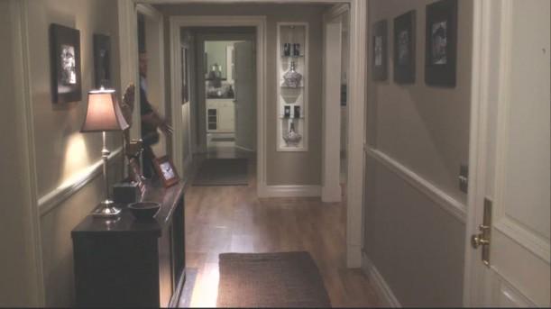 Sam's apt-hallway