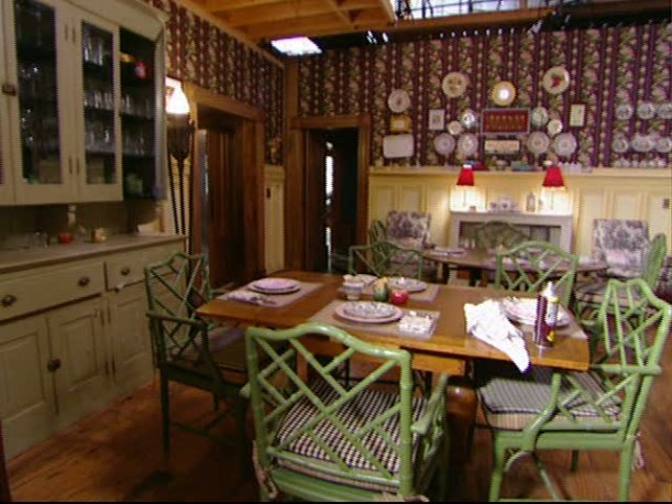 Tour-Dragonfly Inn dining rm set