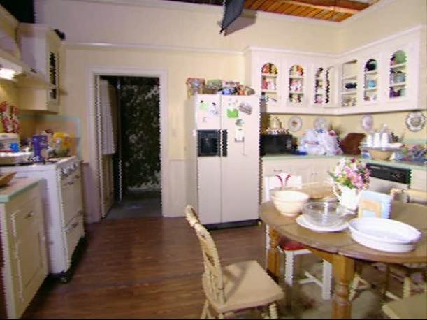 Tour-Lorelai's kitchen set