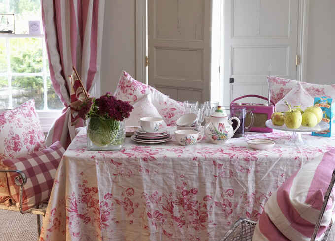 Cabbage and Roses-pink table