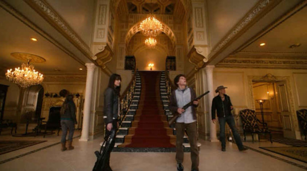Zombieland-staircase wide shot