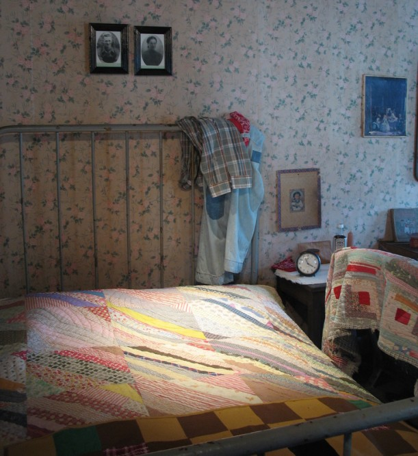 Dolly Parton's childhood cabin-bed