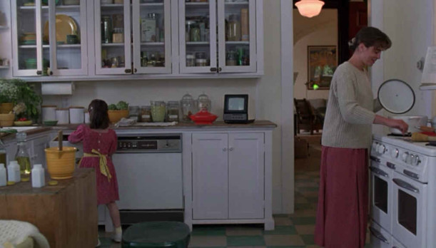 screenshot of the kitchen in The Hand That Rocks the Cradle movie