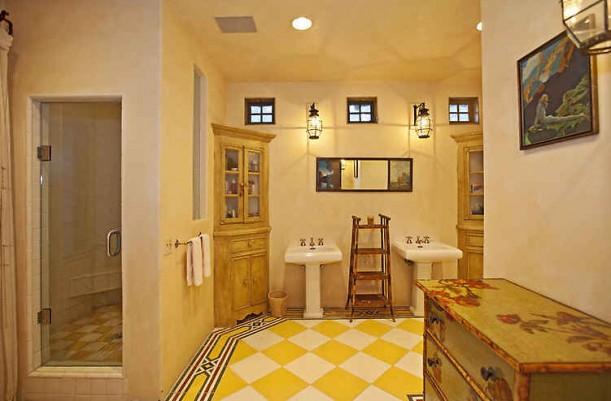 Lavender Hill Farm-yellow checked floor bath